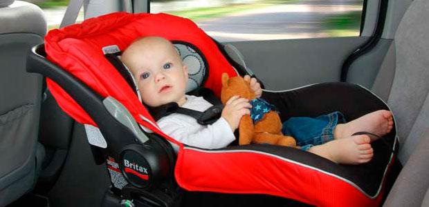 la importancia de utilizar un asiento de bebe en el auto
